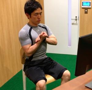 カール パーム パームカールの正しい方法を徹底解説!上腕二頭筋を効果的に筋肥大させるメニューは?自重やダンベル・呼吸のコツと注意点も紹介